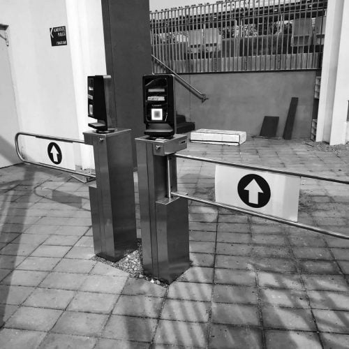 HR1 Swing gate